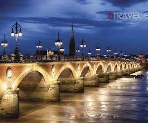 Puente-de-piedra-de-noche