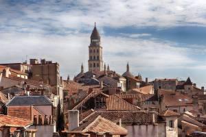 Tejados-de-la-ciudad-con-la-catedral-al-fondo-desde-la-Torre-Mataguerre