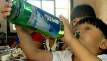 El alcohólico más joven del mundo es un niño chino de dos años