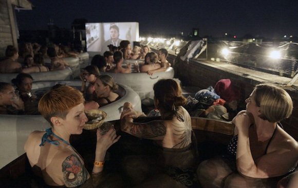 Cine en el Jacuzzi: The Hot Tub Cinema Experience