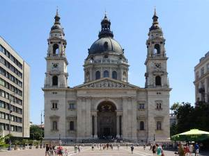 La Basilique Saint-Étienne rendant hommage au premier roi de Hongrie