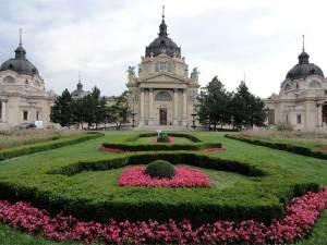 Les Bains Széchenyi, les plus grands thermes de Budapest