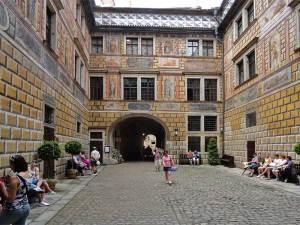 La Troisième Cour du château magnifiquement décorée