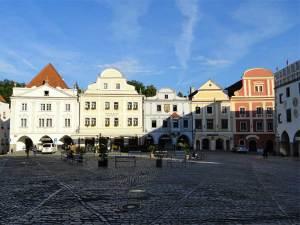La Place Svornosti, la Place Centrale de la Cité Médidévale