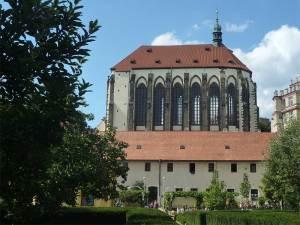 L'église Notre-Dame des Neiges à côté du Jardin des Franciscains