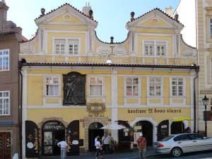 Maison aux deux Soleils dans la rue Nerudova où a vécu le poète Jan Neruda