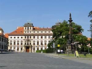 Le Palais Toscan près du Château de Prague