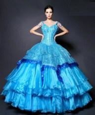 Haz clic sobre la foto para comprar el vestido.