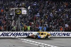 2012_Richmond_April_NASCAR_Sprint_Cup_Kyle_Busch_Checkered_Flag