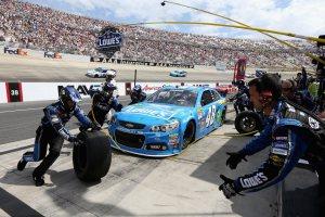 Jimmie-Johnson-pit-stop-NASCAR-Fed-Ex-Autism-Speaks-400