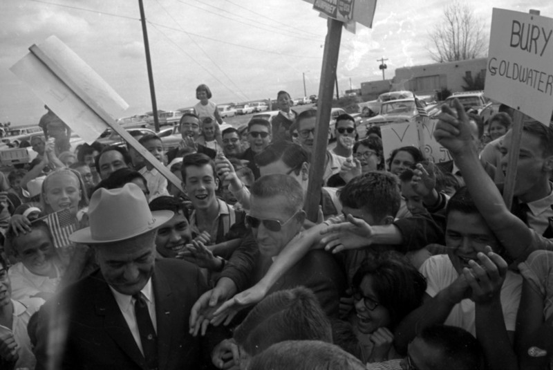 09/25/1964 photo A2, President Johnson arrives at International Airport