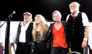 Fleetwood Mac 2009 300x177 Clear Channel and Fleetwood Mac Sign Landmark Revenue Sharing Agreement