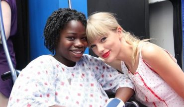 taylorswift e1401795981189 Taylor Swift Brings an Extraordinary Gift toTeens at The Childrens Hospital of Philadelphias Cancer Center