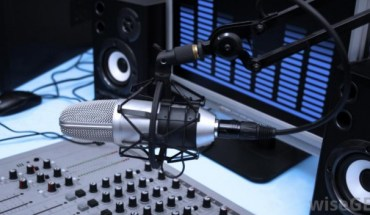 microphone-in-radio-station
