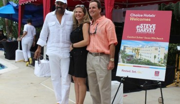 Steve Harvey with Angel and Gary Rutty, Managing Director of Comfort Suites Seven Mile Beach (PRNewsFoto/Choice Hotels International, In)