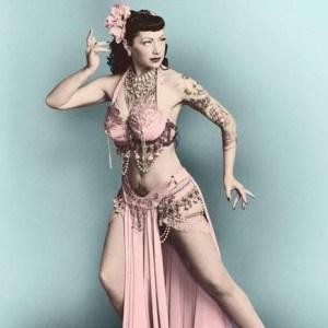 ANNA FUR LAXIS burlesque