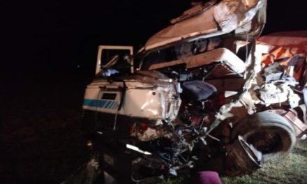 Ruta 34: impactante choque frontal entre camiones