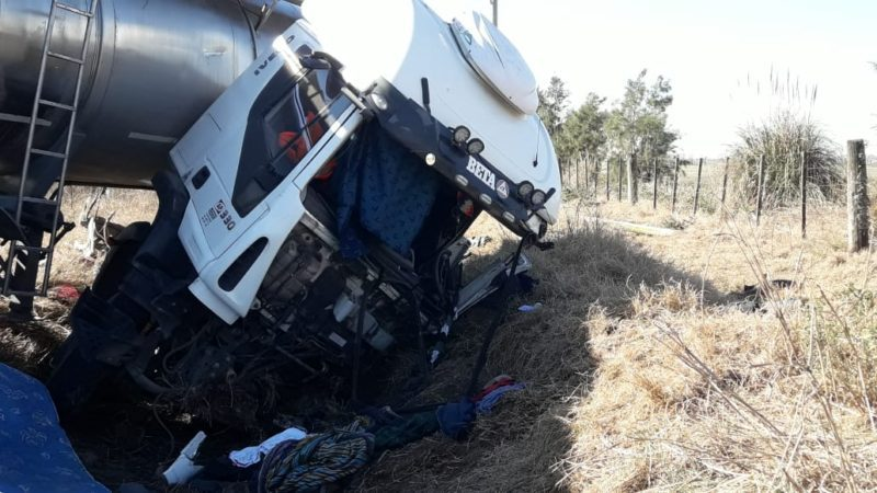 Dos choferes fueron rescatados con graves heridas tras un choque entre tres camiones