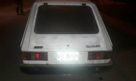 Un auto robado en 2015 apareció abandonado en Roldán