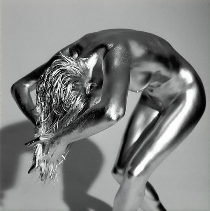 golie-zhivie-statui