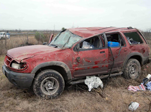 Mueren dos personas al volcarse vehículo en Navojoa