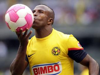 El delantero ecuatoriano Christian Benítez, de 27 años de edad, falleció este lunes debido a un paro cardiaco