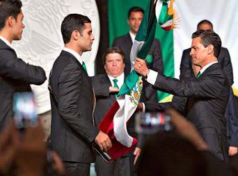 Peña Nieto abanderó a la Selección Mexicana