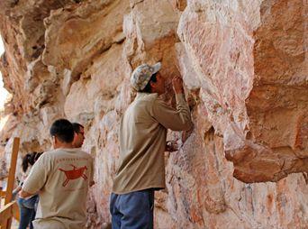 Especialistas de la Coordinación Nacional de Conservación del Patrimonio Cultural del INAH realizan trabajos de conservación en La Pintada.