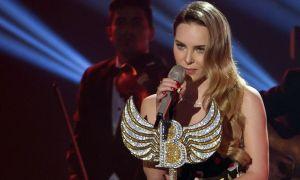 Polémica: Belinda corre a fan en pleno concierto