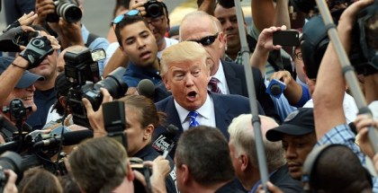 Donald Trump is surrounded by a sea of reporters as he arrives for jury duty at New York Supreme Court August 17, 2015 in New York.   AFP PHOTO/DON EMMERT        (Photo credit should read DON EMMERT/AFP/Getty Images)