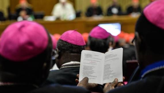 Sinodo, sì al testo sul 'discernimento' per i divorziati risposati