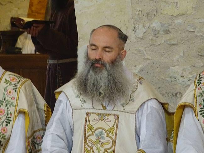 Lo scorso 4 aprile, l'ex superiore del distretto di Francia della Fraternità Sacerdotale San Pio X, don Régis de Cacqueray, ora Padre Giuseppe, ha pronunciato i primi voti nel convento dei cappuccini di Aurenque.