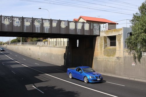 Francis Street over bridge - only 2 of 3 abutments are used