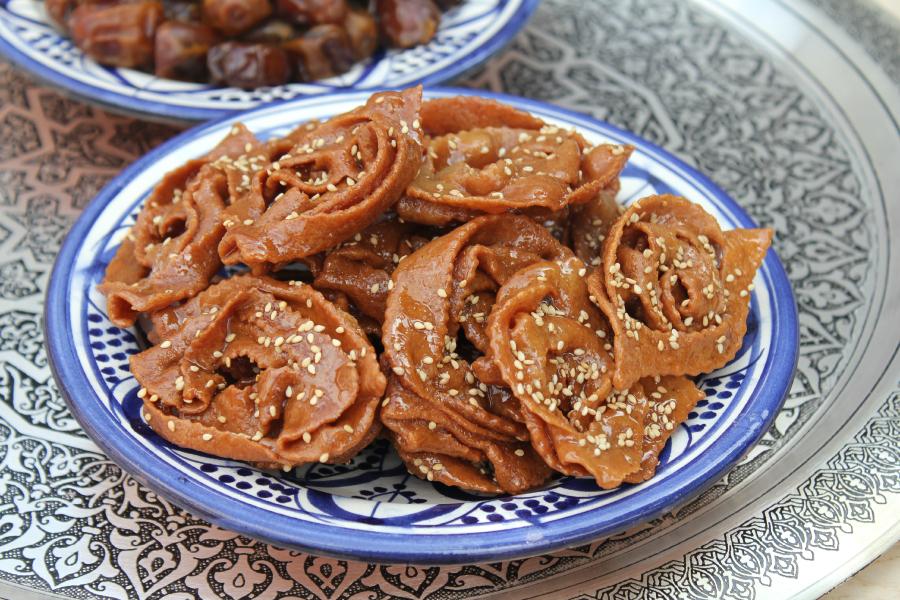 Marokkaanse chebakia (honingkoekjes)