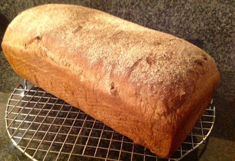 Tarwe volkorenbrood met walnoten