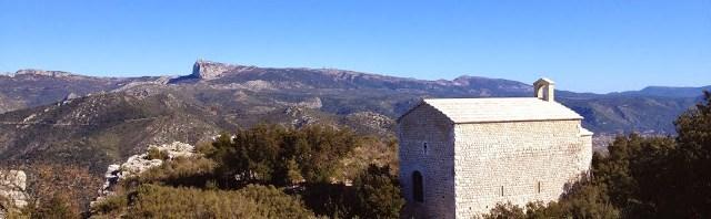 La chapelle Saint-André et le vieux village de Roquefort