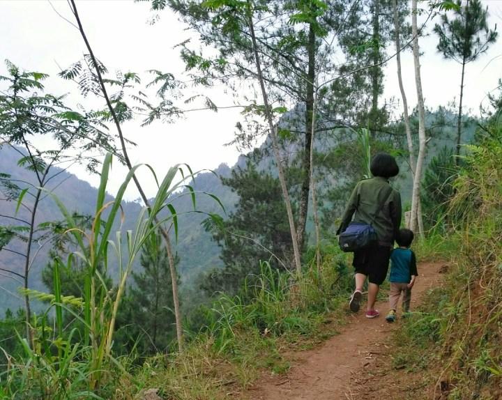 Trekking ke Gunung Lanang