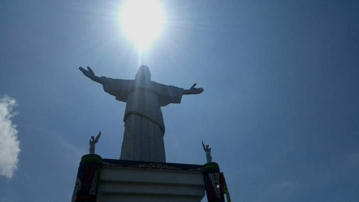 Patung Yesus di Pulau Mansinam