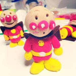 Clay figures of Anpanman, made in a one-hour class.