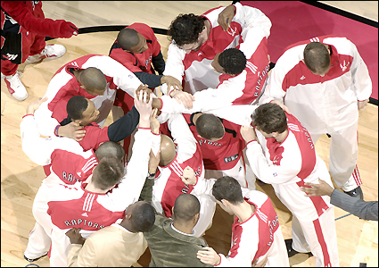 raptors_huddle_425_070406