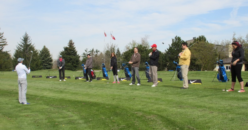 group golf lessons starts by hitting balls