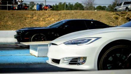 Duelo Tesla Model S P100D contra Dodge Challenger Hellcat