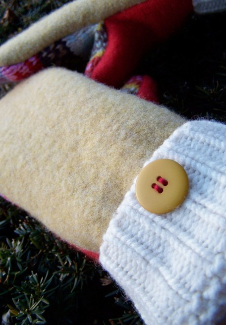 Wool mittens lined with fleece