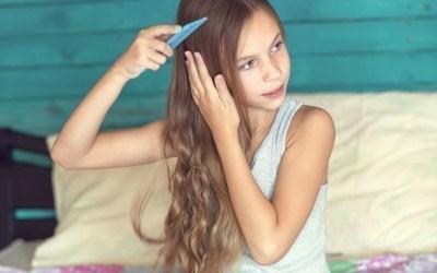 Homemade {DIY} Hair Detangler with Essential Oils