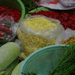 Légumes & condiments - étal de marché en Thaïlande