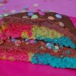 Rainbow birthday cake avec génoise arc-en-ciel - cuisine maison © par Fanny GRW - Recettes d'ici et d'ailleurs