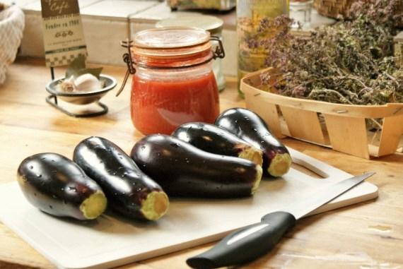Ingrédients pour l'aubergines, sauce tomate et mozzarella © Balico & co
