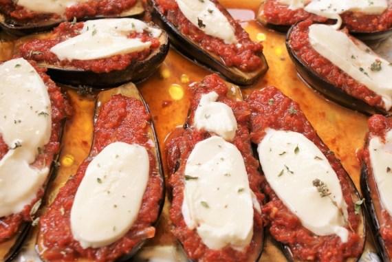 Aubergines, sauce tomate et mozzarella © Balico & co