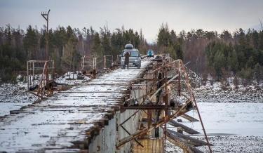 vehicle bridge, russia, russia bridge, siberia,trans siberia, trans baikal , deadliest bridge, scariest bridge,dengerous bridge