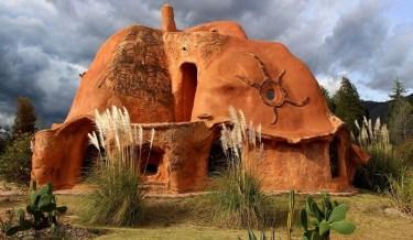 clay house, colombia, columbian architect, octavio mendoza, clay, sand, design, amazing, incredible, idea, awesome, art